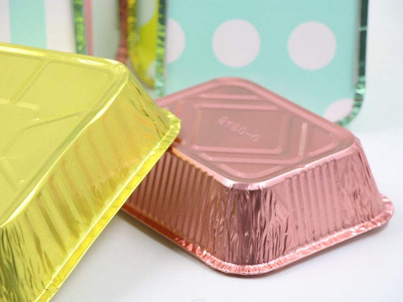colored container of colored foil containers with lids